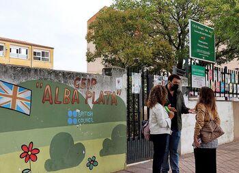 Extremadura prohíbe a 2 niñas entrar al colegio sin mascarilla