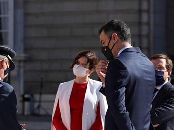 Sánchez reaviva su batalla con Ayuso por los datos de Madrid