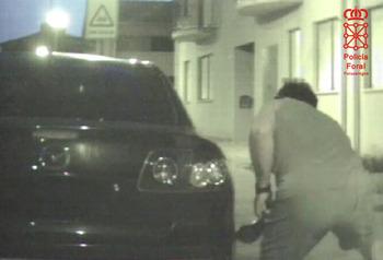 Detenido tras pinchar las ruedas del coche de su expareja