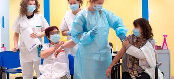 267 sanitarios de AP vacunados y los 381 restantes hoy