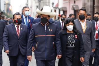 Pedro Castillo toma posesión como presidente de Perú