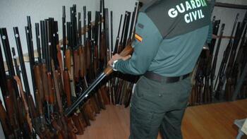 La Guardia Civil saca a subasta 349 armas intervenidas