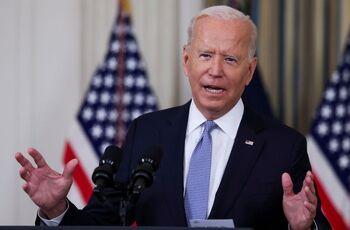Biden busca evitar el colapso económico del Gobierno