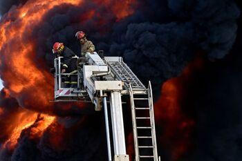 Se desata un incendio en una planta energética de Líbano