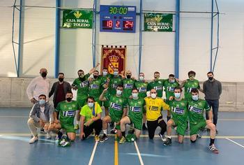 El equipo malagonero celebra la victoria lograda en Cobisa.