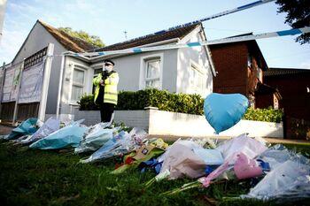 Investigan el asesinato de Amess como un 'incidente terrorista'