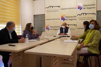 De Vicente se reúne con la directiva de los farmacéuticos