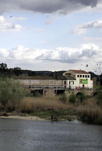 El Ayuntamiento recuperará la barca que cruzaba el río