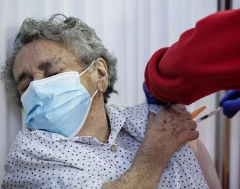 Las vacunas reducen al 20% las muertes por covid en Burgos