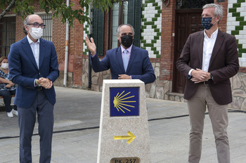 Galicia regala un mojón a CyL por el Año Santo Compostelano