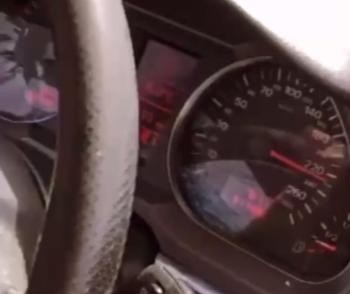 Imputan un delito a un conductor que se grabó a 225 km/h
