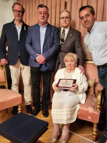 El Cabildo de Caballeros rinde honores a María Ángeles Díaz
