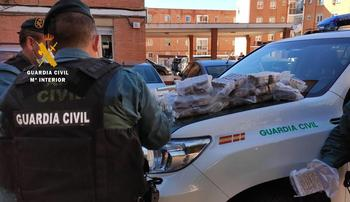 Detenidos dos jubilados con 36 kilos de hachís en el coche