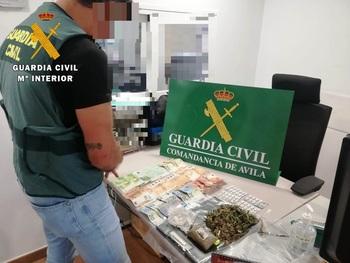 Tres detenidos en una operación antidroga en La Adrada