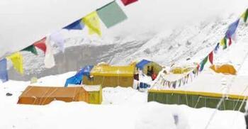 Una fuerte nevada retrasa el primer intento a la cumbre