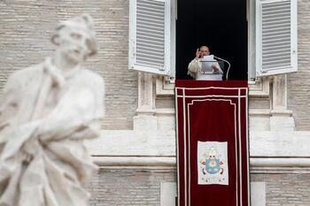 El Papa arremete contra la carrera armamentística