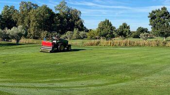 Palomarejos Golf acaba con éxito la resiembra otoñal
