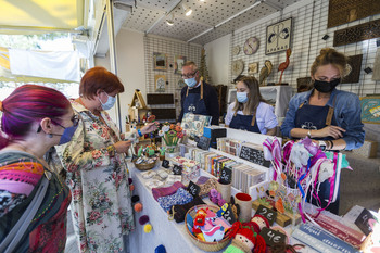 La alegría del reencuentro de artesanos y clientes