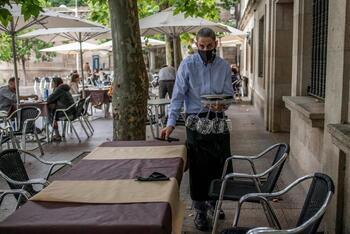 España roza el riesgo bajo de transmisión de COVID