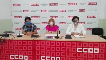 Carmen Juste, entre Carolina Vidal y Francisco Gómez, durante la rueda de prensa.