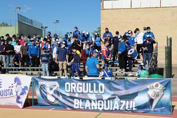 Integrantes de Orgullo Blanquiazul, en el partido ante el Guadalajara.