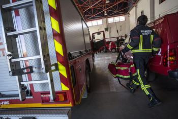 Trasladan al Hospital a una persona tras caer de un tejado