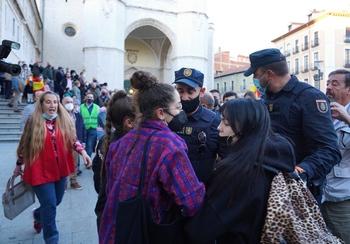 Expulsados varios antifascistas del acto de Abascal