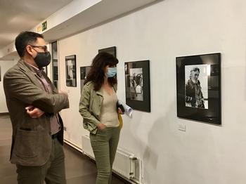 La concejal de Cultura y Turismo, Ana Redondo, visita la muestra.