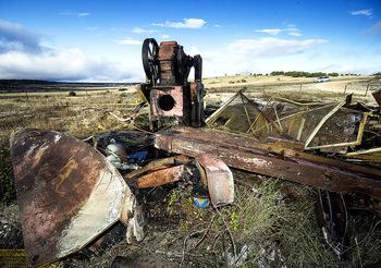 Medio Ambiente obliga a parar los derribos en La Lora