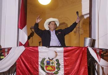 Castillo se declara vencedor de las presidenciales
