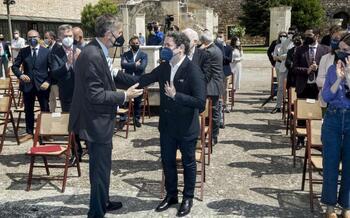 El rector de la UBU, Manuel Pérez Mateos, y el director de orquesta Gustavo Dudamel.