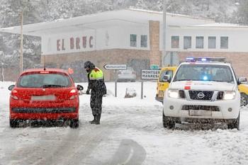 Muere por infarto un conductor atrapado en la nieve en Tarragona