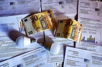 Empresas asumen el aumento de la luz antes que subir precios