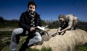 «Las redes están ayudando a renovar la novela negra»