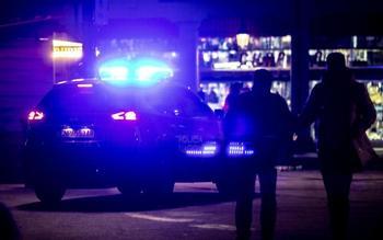 Los agentes sorprendieron a los jóvenes en el interior de la furgoneta. Previamente habían sido denunciados por estar en la calle más tarde del toque de queda, actualmente establecido en las 20.00 horas.