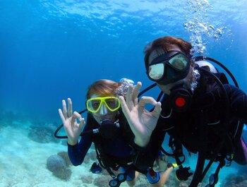 Buceo, cine o salting: actividades para jóvenes en verano