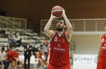 Adrián García es el nuevo capitán de Basket Navarra