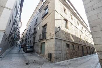 Más de 800 firmas exigen una residencia en el Hospitalito