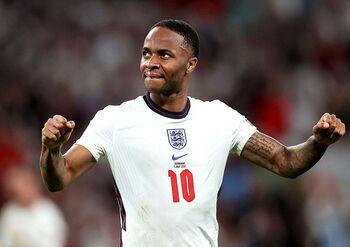 Sterling fue el máximo protagonista del partido ante Dinamarca.