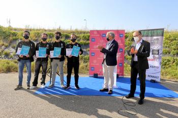 Cuatro universitarios reciben el 2º premio el Twizy Contest