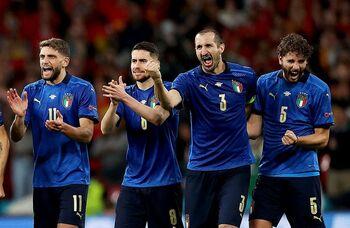 El capitán, Chiellini (2d), será quien lidere las 'huestes' italianas ante los 'pross'.