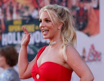 El padre de Britney Spears renuncia a ser su tutor legal