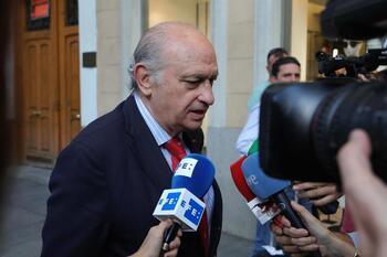El juez procesa a Fernández Díaz por la 'Operación Kitchen'