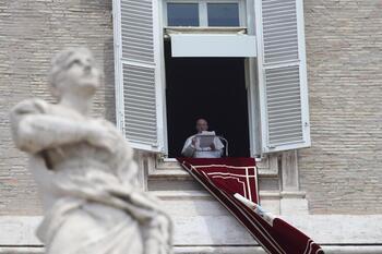 El Papa, hospitalizado para someterse a una operación de colon