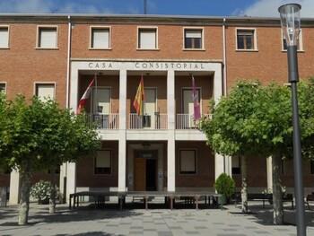 Imagen de archivo de la fachada del Ayuntamiento de Venta de Baños.