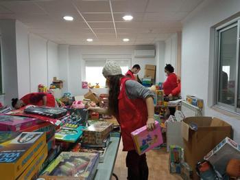 Cruz Roja Juventud recoge 1.300 juguetes para 947 niños