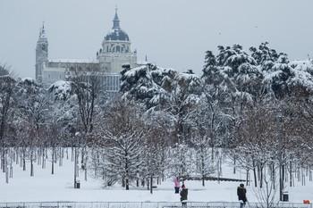 Aparece bajo la nieve el cadáver de un hombre en Madrid