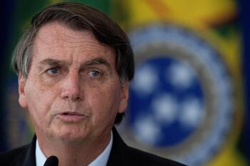 Bolsonaro, ingresado por dolores abdominales