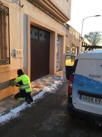 Aguas de Albacete repara los contadores dañados por Filomena