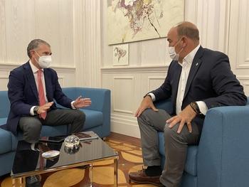 El presidente de la FES se entrevista con De Vicente